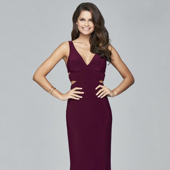 87a563d53468 Faviana 7541 V-neck w Side Cut-outs Evening Dress